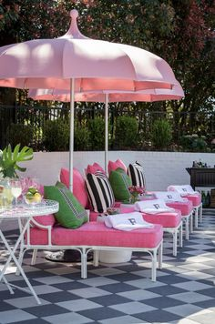 For a fun and funky deck or patio makeover, these Palm Beach chic outdoor decor ideas will have you spending your whole summer outdoors. Outdoor Rooms, Outdoor Gardens, Outdoor Living, Outdoor Decor, Pink Outdoor Furniture, Traditional Decor, Traditional House, Traditional Kitchens, Deco Rose