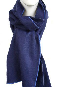 BLAUER FLEECESCHAL warmer kuscheliger, langer Winterschal, für kalte Tage, sehr weicher dunkelblauer Fleece mit kräftig blauen helleren Garn eingefasst, als Damenschal & als Männerschal ein Highlight, kann auch mit anderen Farben eingefasst, als SCHLAUCHSCHAL oder in anderen Längen gefertigt werden, ca. 190 cm lang & 26 cm breit