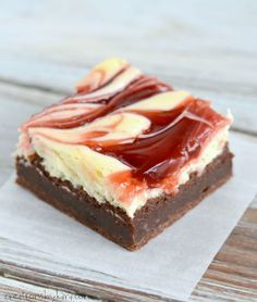 Cheesecake and brownie fans alike will go crazy for these Cherry Cheesecake Brownies. They are sinfully delicious! -from Creations by Kara Cheesecake Swirl Brownies, Brownie Cake, Cheesecake Recipes, Cheer Cakes, Easy Desserts, Dessert Recipes, Recipes Dinner, Chewy Brownies, Cream Cheese Recipes