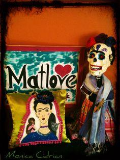 Catrina y cojin de Frida Kahlo. artesanias mexicanas,Matlove Monica Cidrian.