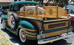 Surfing Chevy pick-up truck Vintage Pickup Trucks, Classic Chevy Trucks, Vintage Cars, Antique Cars, Classic Cars, Antique Trucks, Chevy Classic, Vintage Ideas, Vintage Green