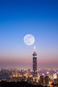 giant moon sitting next to the taipei 101, photographer yukio.s http://www.flickr.com/photos/wind-ya/