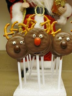 Oreo Reindeer - They are not cake pops but look at the pretzels for antlers! Christmas Snacks, Christmas Cooking, Christmas Goodies, Christmas Candy, Holiday Treats, Christmas Time, Xmas, Family Christmas, Cake Pops