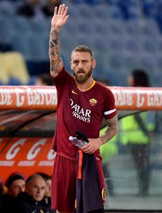 De Rossi Roma Parma-2 Soccer Players, Football Team, As Roma, Just A Game, Parma, Psg, Legends, Vintage Man, Futbol
