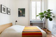 Milan Apartment, Cute Apartment, Apartment Bedroom Decor, Apartment Interior, Room Decor Bedroom, Home Bedroom, Bedroom Ideas, Bedroom Interiors, Bedroom Signs
