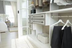 How to Organize My Home? - cleaning-services.com.sg Small Space Storage, Space Saving Storage, Storage Hacks, Storage Solutions, Storage Ideas, Home Office Storage, Bedroom Storage, Blanket Storage, Plastic Container Storage
