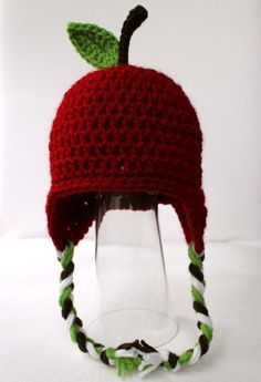 Free Crochet Apple Hat Pattern and lots more. Great basic hdc hat pattern with earflaps. Bonnet Crochet, Crochet Baby Hats, Crochet Beanie, Knit Or Crochet, Cute Crochet, Crochet For Kids, Crochet Crafts, Knitted Hats, Crochet Cupcake