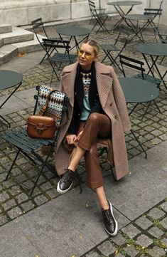 Photo October 08 2019 at womens fashion style hats shoes minimal simple dress ootd summer comfortable for her ideas tips street Winter Outfits, Jessica Parker, Beige Outfit, Prep Style, Flattering Dresses, Street Style, Lookbook, Colourful Outfits, Fashion Outfits