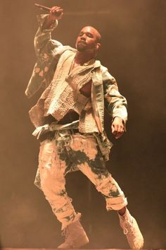 Want to see Kanye West perform live on his Saint Pablo Tour? Join the Kanye West Fan Group and Waiting Lists to attend the concert on September Kanye West Outfits, Kanye West Style, Kanye West Clothing, Andy Warhol, Hiphop, Kim Kardashian, Kanye West Songs, Frank Ocean, Festivals 2015