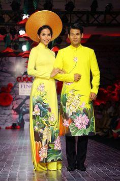 BST áo dài đôi nổi bật trên sàn diễn mùa cưới Việt hình ảnh 1