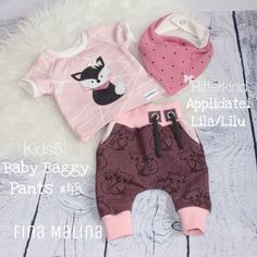 A mini baby set in size 50 with Appli from Ein Mini Baby Set in Gr. 50 mit Appli von Ritterkind A mini baby set in size 50 with Appli from Ritterkind - Toddler Fashion, Toddler Outfits, Boy Outfits, Kids Fashion, Baby Girl Pajamas, My Baby Girl, Baby Set, Sewing For Kids, Baby Sewing