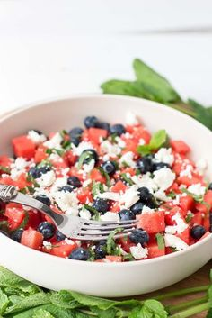 Einzigartige und Kreative Watermeloensalade met feta & blauwe bessen Dieser salat is super eenvoudig, heeft m. Easy Cooking, Healthy Cooking, Healthy Eating, Healthy Food, Quick Healthy Meals, Healthy Recipes, Easy Meals, Clean Eating, Good Food