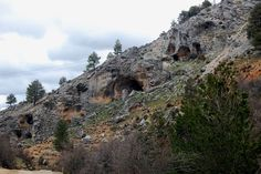 lo que se oculta bajo el sol: Caves near the Segura river.