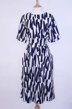 Vintage 1980s White and Navy Abstract Print Dress