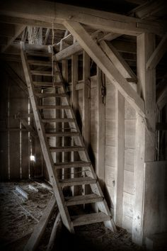 Ladder To Barn Hay Loft I learned to tie my tennis shoes here on the steep steps leading down, it was quite here, and I could practice, until I got it right * Metal Barn Homes, Metal Building Homes, Pole Barn Homes, Horse Barns, Old Barns, Horse Stables, Yankee Barn Homes, Country Barns, Country Life