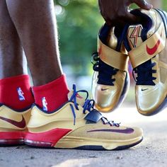 "Would you like to see a ""Gold Medal"" colorway for the Nike KD 7 if #TeamUSA wins FIBA? @jo.square creates a beautiful custom for @police_nupe of what it could look like."