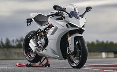 Panigale V4 SP and SuperSport 950 S Spearhead Ducati's 2021 Line-Up - AutoConception.com - AutoConception.com Ducati Supersport, Moto Ducati, Motorcycle Tank, Futuristic Cars, Super Bikes, Cool Bikes, Lineup, Motorbikes