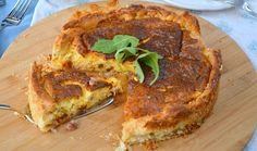Dit is toch wel een ultiem Frans gerecht! Deze hartige taart uit Lotharingen (Noord-Frankrijk) wordt vertaald als een Quiche Lorraine. Het recept is zo makkelijk, omdat je tegenwoordig kant-en-klaar diepvries bladerdeeg of 'hartige taart deeg' kunt kopen bij de supermarkt. En een klassieke quiche Lorraine wordt gevuld met slechts 2 belangrijke ingrediënten: gebakken spekjes en...Lees Meer