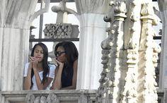 Michelle Obama e la figlia Malia in visita al duomo di Milano