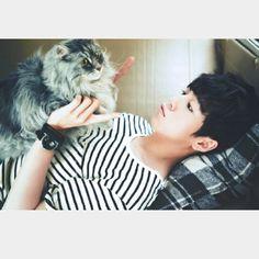kitty, ok and there's a guy too Lee Hyuk, Lee Hyun Woo, Asian Actors, Korean Actors, Korean Idols, Crazy Cat Lady, Crazy Cats, Moorim School, Kdrama