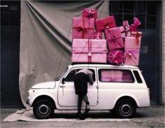 En voila un gentil mari...Tout plein de cadeaux pour sa femme ^^