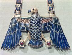Necklace with vulture pendant, from the tomb of #Tutankhamun (c.1370-52 BC) New Kingdom (gold encrusted with lapis lazuli and carnelian), #Egyptian 18th Dynasty (c.1567-1320 BC)