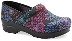 I love me some Danskos - these shoes are entirely made of vegan materials. And are sooooo COMFORTABLE! Nursing Shoes, Nursing Clothes, Nursing Outfits, Dansko Shoes, Clogs, Scrub Shoes, Painting Leather, Vegan Fashion, Style Me