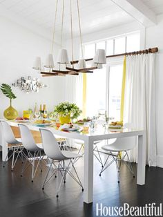 Beach house dining. Design Mona Ross Berman. Photo: Jonny Valiant. housebeautiful.com #dining_room #dining_table #yellow_accents #chic_decor #surfer_decor