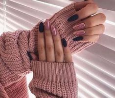 Long Nails Design Ideas You Should Try Today The most memorable and attractive ones will be the stylish long nail design. Drawing and painting on the long nails. And you can turn any design you like into reality. Romantic patterns, beautiful l. Hair And Nails, My Nails, Nails Today, Long Nail Designs, Art Designs, Design Art, Almond Shape Nails, Nails Shape, Almond Nails Pink