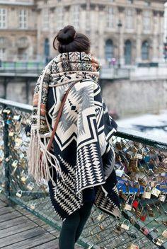 Ponchos und Schals gehen immer (im Herbst und Winter zumindest! :))