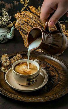 Coffee Decor Photography - - Coffee Sayings Shirts - - Coffee Logo Simple - But First Coffee, I Love Coffee, Hot Coffee, Coffee Drinks, Coffee Cups, Good Morning Coffee, Coffee Break, Art Cafe, Café Chocolate