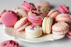 Lots of our macarons including Strawberry Milkshake, Raspberry Chambord & Confetti Vanilla! Dessert Kawaii, Macarons, Milkshake Flavours, Strawberry Buttercream, Strawberry Milkshake, Kawaii Shop, Sweet Cakes, Cute Food, Mini Cupcakes