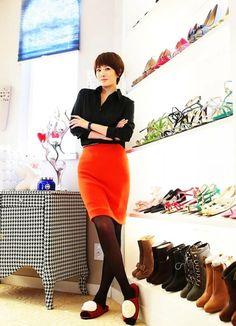 Kim Sun-ahs enviable shoe closet Dramabeans Deconstructing korean dramas and kpop culture Korean Drama Movies, Korean Dramas, Kim Sun Ah, Korean Shoes, Turquoise Shoes, Kim Bum, Orange Skirt, Girls Characters, Shoe Closet