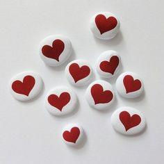 80 romantic valentine painted rocks ideas diy for girl (2)
