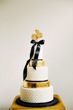 Gold Wedding Cakes - New Year's Eve Wedding Inspiration with a palette of black, gold and cream, with heaps of gold glitter, polka dots and jewel toned florals for a modern touch. Naked Wedding Cake, Black Wedding Cakes, Beautiful Wedding Cakes, Beautiful Cakes, Gold Wedding, Wedding Black, New Years Wedding, New Years Eve Weddings, Trendy Wedding