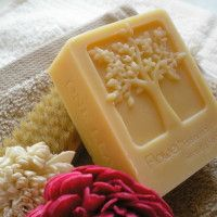 Kecsketejes-olívás szappanok Goat Milk Soap, Coconut Flakes, Latte, Spices, Tray, Food, Design, Meal, Essen