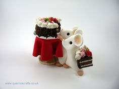Two Little Mice with Chocolate Cake