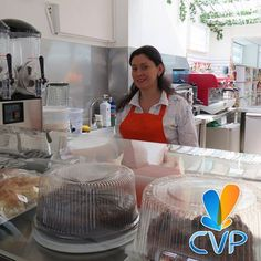 Te invitamos a disfrutar de muchas delicias que hemos seleccionado para ti, empezando por un buen café, acompañado con una porción de torta o un pastel. Un lugar rico para pasar el rato. #CaféCVP #CVP