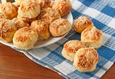 Make Scottish cheese scones from this tried and true recipe, which has been passed down from mother to daughter. Cheese Scones, Cheese Biscuits, Scottish Cheese, Mini Scones, Cooking Time, Cooking Recipes, Biscuits From Scratch, Extra Recipe, Queso Manchego