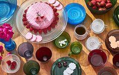 Discover the playful Iittala Kastehelmi collection designed by Oiva Toikka at www.astialiisa.com. #nordicdishes #nordicvintage #vintagedishes #Finnishdesign #oivatoikka #toikka #Iittala #nuutajärvi #glass #marimekko #scandinavianvintage  #finnishvintage #nordicvintagehome #finnishhomes #nordichome #nordichomes #nordicdishes #nordicvintage #vintagedishes