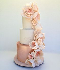 Glamorous couples will fall in love with this elaborate rose gold wedding cake, expertly created by Australian cake maker Cakes Alouisa. Look at those beautiful pink-hued flowers and that irresistible shimmery rose gold tier. #floralweddingcakes