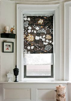DIY fabric roller shades via design Sponge Diy Window, Decor, Fabric Roller Shades, Diy Decor, Cool Diy Projects, Diy Home Decor, Roller Blinds Diy, Diy Blinds, Home Decor