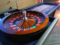 """OMG Roulette Table Full-sized table and 32"""" wheel"""