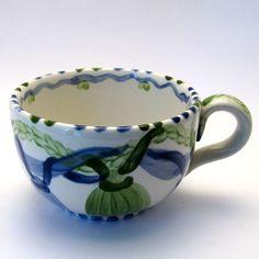 Tassen & Häferl der Familie VertBleu! Die Grün-Blaue Designfamilie von Unikat-Keramik. Das wohl einzigartigste Keramik Geschirr der Welt! Mugs, Tableware, Unique, Design, Blue Green, Tablewares, World, Dinnerware, Tumblers
