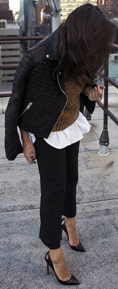 Sania Claus Demina Camel Knit With Black And White Fall Street Style Inspo - Total Street Style Looks And Fashion Outfit Ideas