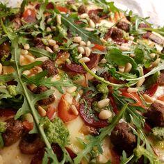 Smakfull Lavkarbo Pizza Med Fathead Deig - Fett & Forstand Seaweed Salad, Chorizo, Vegetable Pizza, Detox, Low Carb, Vegetables, Ethnic Recipes, Food, Essen