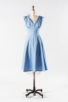 By The Riverside | vintage 1950s blue summer dress | The Paraders