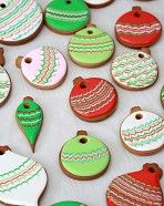 Marbled Christmas Cookie Ornament How-To (Sweetopia)