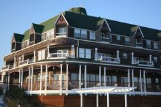 Henderson Inn, Destin, Florida, the perfect spot on the Emerald Coast for adults.