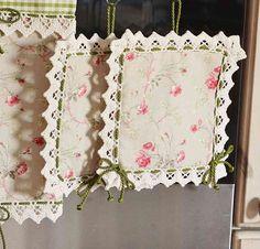 PRESINE - Linea Corallo - Deliziosa coppia di presine per arredare con buon gusto la vostra cucina con stile e allegria